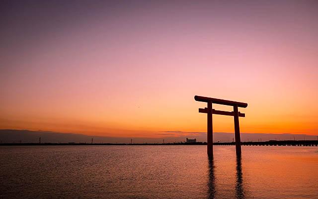 鹿島神宮の鳥居と夕日