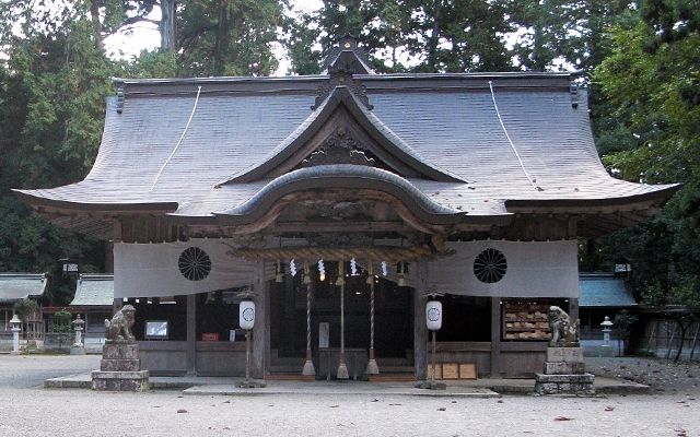 伊和神社の社殿