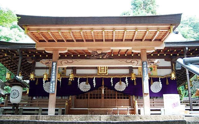 平岡神社の社殿