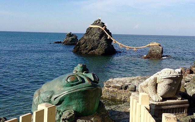 二見輿玉神社・二見ヶ浦の夫婦岩とカエル