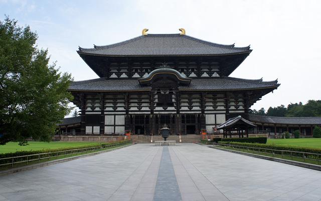 東大寺の大仏殿への石畳