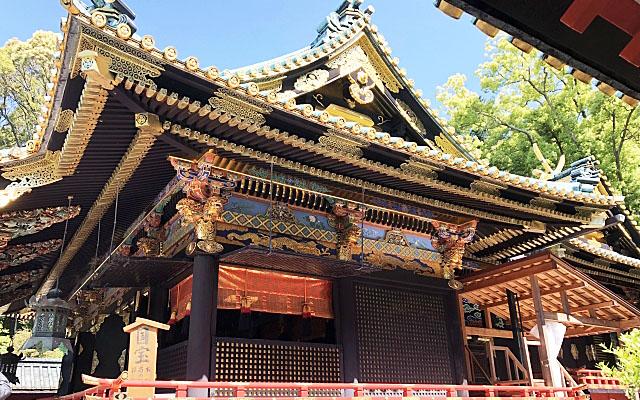 久能山東照宮の極彩色の社殿