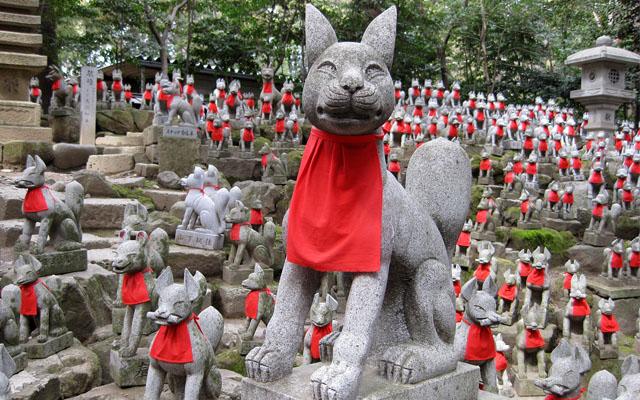 豊川稲荷の霊狐塚のお狐さん