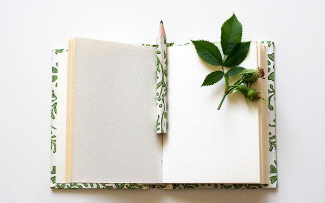 願い事を書くノートと鉛筆
