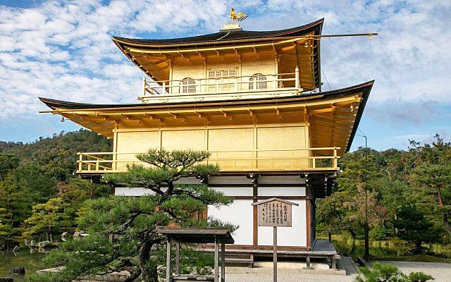 金閣寺の舎利殿正面