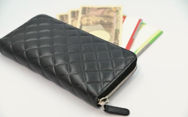 黒のファスナー付長財布