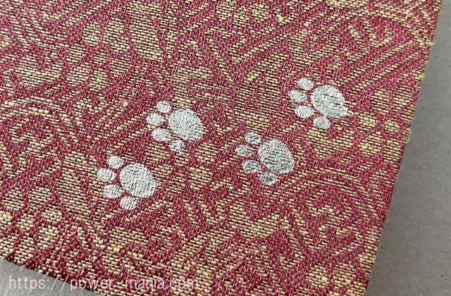 御朱印帳の裏・猫の足跡