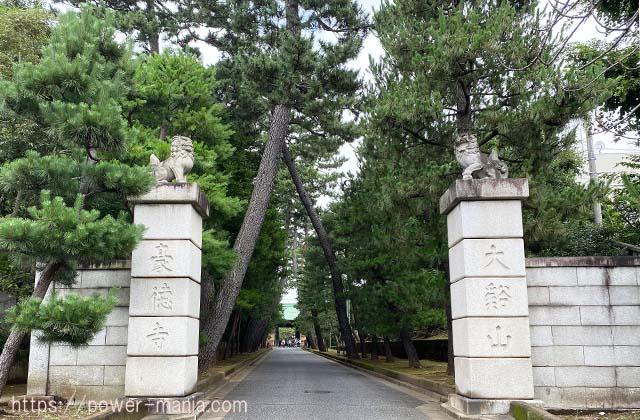 豪徳寺の表参道入口
