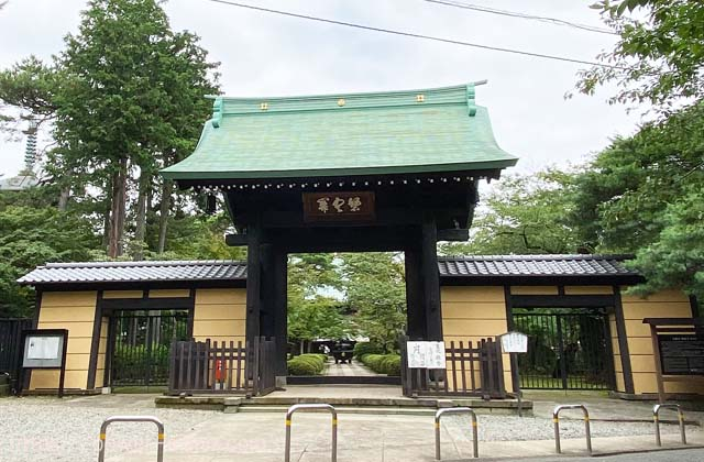 豪徳寺の山門
