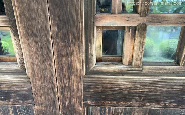 仏殿の小窓
