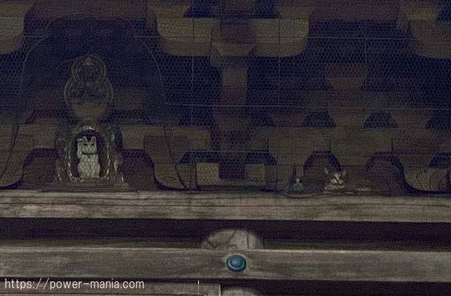 猫の彫り物