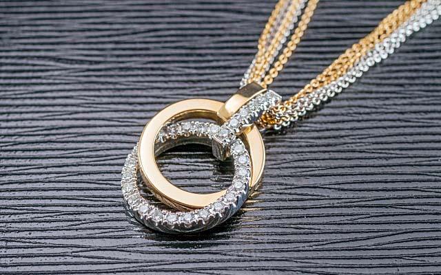 ダイヤモンドのデザインネックレス