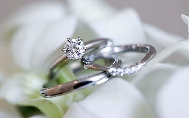 ダイヤモンドの婚約指輪と結婚指輪