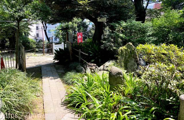 池から女坂への道