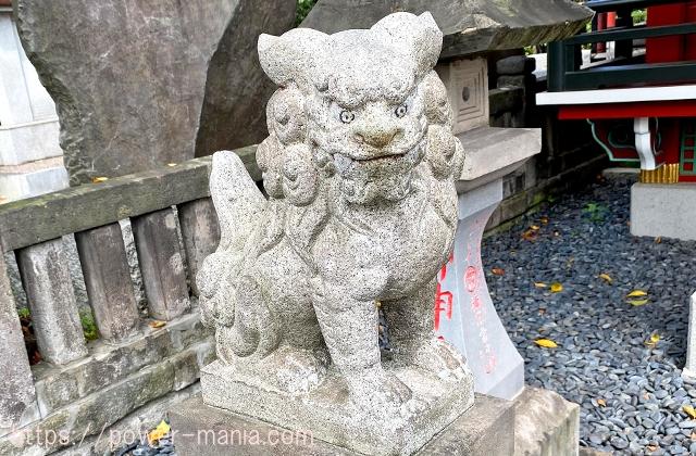 合祀殿の左の狛犬