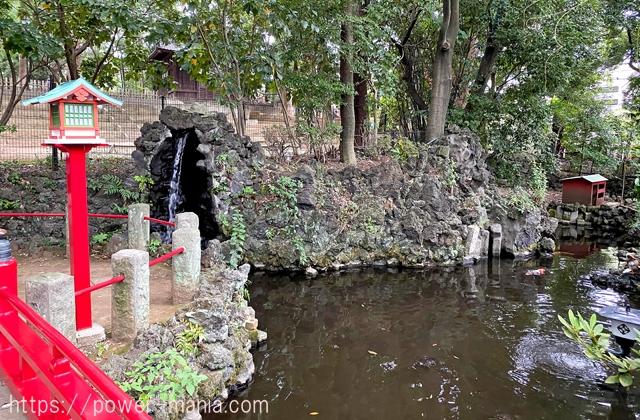 厳島神社の池
