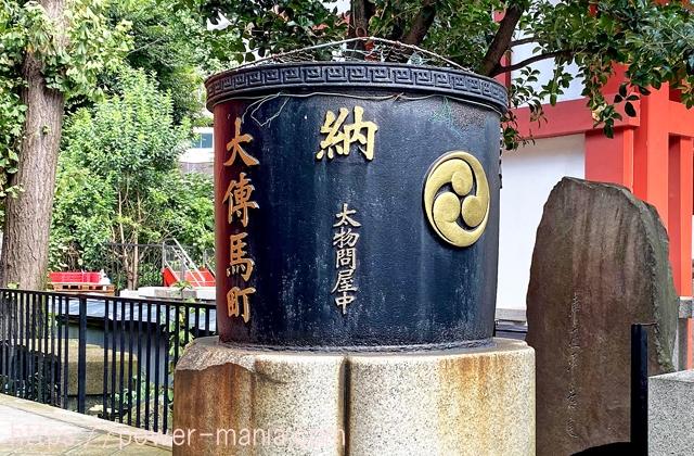 大伝馬町右の天水桶