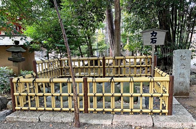 世田谷八幡宮の力石