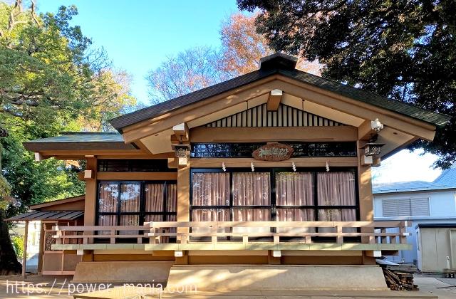 六所神社の神楽殿