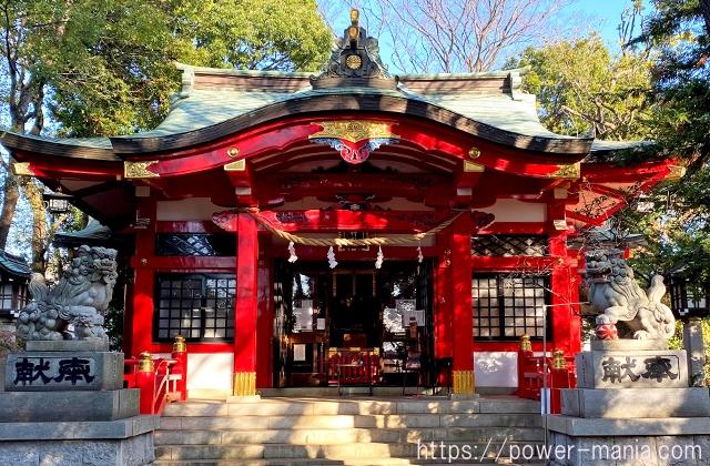 六所神社の拝殿