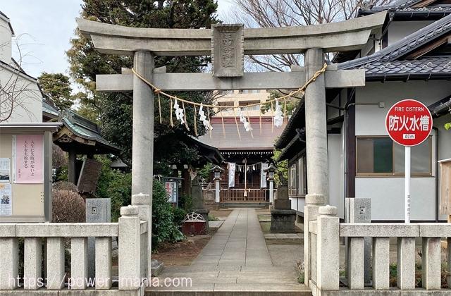 砧三峯神社の石の鳥居