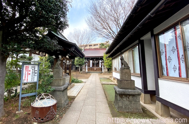砧三峯神社の参道