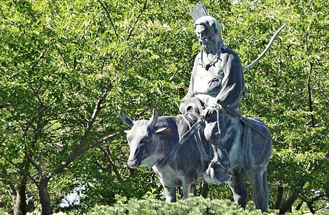 スサノオノミコトの銅像